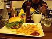 漁民隨便吃&en burger漢堡好大!2009.7.25-26:DSCN3173.JPG