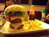 漁民隨便吃&en burger漢堡好大!2009.7.25-26:DSCN3174.JPG
