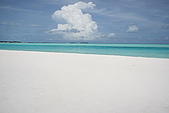 Maldives:烈日下 粗鹽般的沙灘