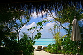 Maldives:我們坐在床上看出去門外就長這樣