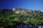 Seychelles:走出機場外, 小海島也有高山的.