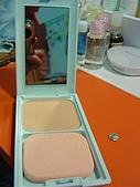 彩妝部門:CEZANNE藍盒粉餅內部
