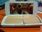 彩妝部門:WHITIA防曬嫩白兩用粉餅內部