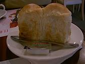 樂雅樂:外酥內軟沾奶油麵包