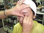 學生上課情形:裝假睫毛.JPG