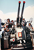 岳陽軍艦(DDG-905):40砲(飽受#1#2爐煙囪吹灰之苦,保養很辛苦!)