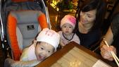 2010/2/28抓週:吃的真開心