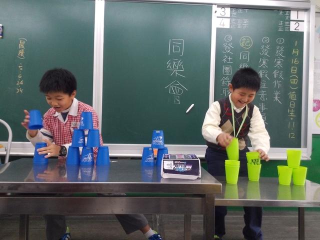 20140116【301小蘿蔔】才藝同樂會:雙人疊杯競速