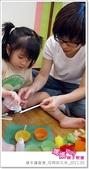 媽媽play_親子繪本讀書會_杯模紙花束_20110504:媽媽play_週三讀書_母親節花束_010.JPG