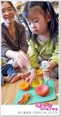 媽媽play_親子繪本讀書會_杯模紙花束_20110504:媽媽play_週三讀書_母親節花束_013.JPG