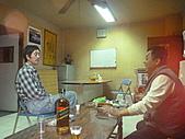 信昌電梯年終尾牙:我爸在會議事跟同事聊天JPG