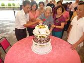 中華民國一百年慶祝母親節+曾祖母91大壽:切蛋糕ㄌ.JPG
