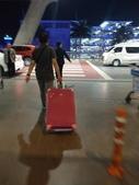 Thailand。跟著泰國人回鄉去:6/30 凌晨抵達曼谷機場搭接駁車去飯店