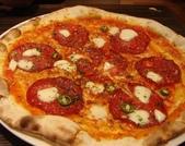 吃吃 喝喝 到處吃:辣味蕃茄起司臘腸披薩