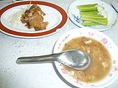 剝皮寮老街~艋舺2009/10/13:非常有名的周式鹹粥~呵呵!但我覺得好像拿粽子泡水唷!