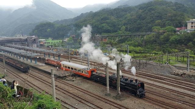 1040827蒸汽火車CK124抵猴硐火車站reload(老柯拍) - 瑞芳鐵道風情