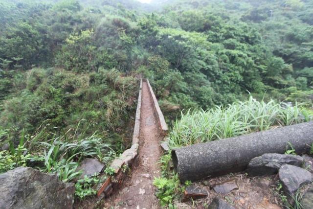 1050418內九份溪水圳橋遭清理過後樣貌3 - 金瓜石礦業圳道及圳橋