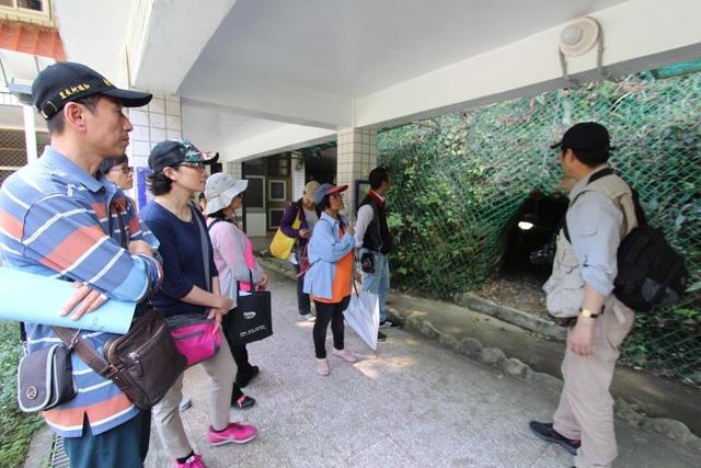 1040331吳海獅老師帶著社區鄉親一同導覽瑞柑國小 - 瑞柑國小