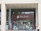 990403新航到perth囉:perth的圖書館,YHA不能上網就只能從這上了。.JPG