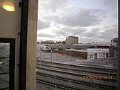 990403新航到perth囉:旁邊剛好是鐵軌,有時候還滿吵的.JPG