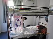 990403新航到perth囉:sharon&amber'S bed.JPG