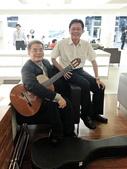 023吉他演奏家施夢濤汎德公司BMW新車發表會演奏:吉他演奏家施夢濤老師12bmw汎德股份有限公司吳漢明副總.jpg