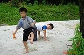 060610-北埔老頭擺露營:踩什麼呢? 蟑螂,螞蟻,還是.....