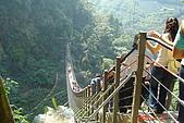 061111-南投梯子吊橋:人真多~