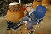 060610-北埔老頭擺露營:小加菲正在努力生火中