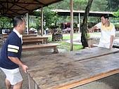 060610-北埔老頭擺露營:搬桌椅囉!