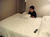 虹孔~俺來瞭!!:為什麼不乖乖坐在床上呢?
