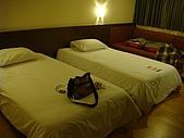 §泰炫風§:很小的市區飯店...已經3點了...