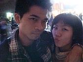 虹孔~俺來瞭!!:情侶總是要來個親親密密的合照呀!