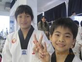 我子 跆拳道比賽,第一名ㄟ&..................可能要加六喔(哈哈哈) :IMG_2401.JPG