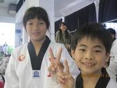 我子 跆拳道比賽,第一名ㄟ&..................可能要加六喔(哈哈哈) :IMG_2400.JPG