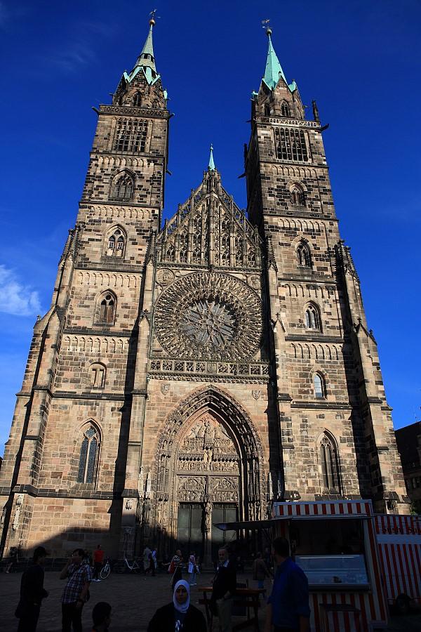 德國_紐倫堡_皇帝堡_中央廣場_美之泉_聖母教堂:_5D39770_b.jpg
