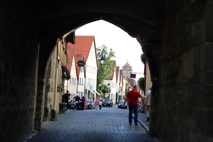 德國_羅登堡_沿城牆眺望:_5D39392_b.jpg