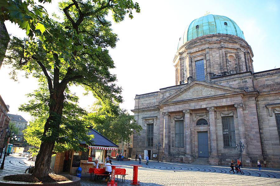 德國_紐倫堡_皇帝堡_中央廣場_美之泉_聖母教堂:_5D39797_b.jpg