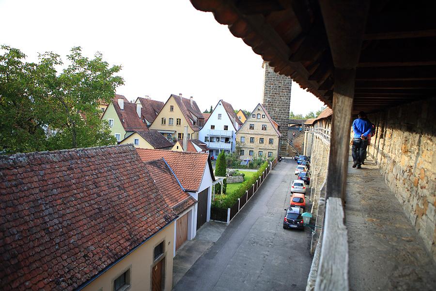 德國_羅登堡_沿城牆眺望:_5D39423_b.jpg