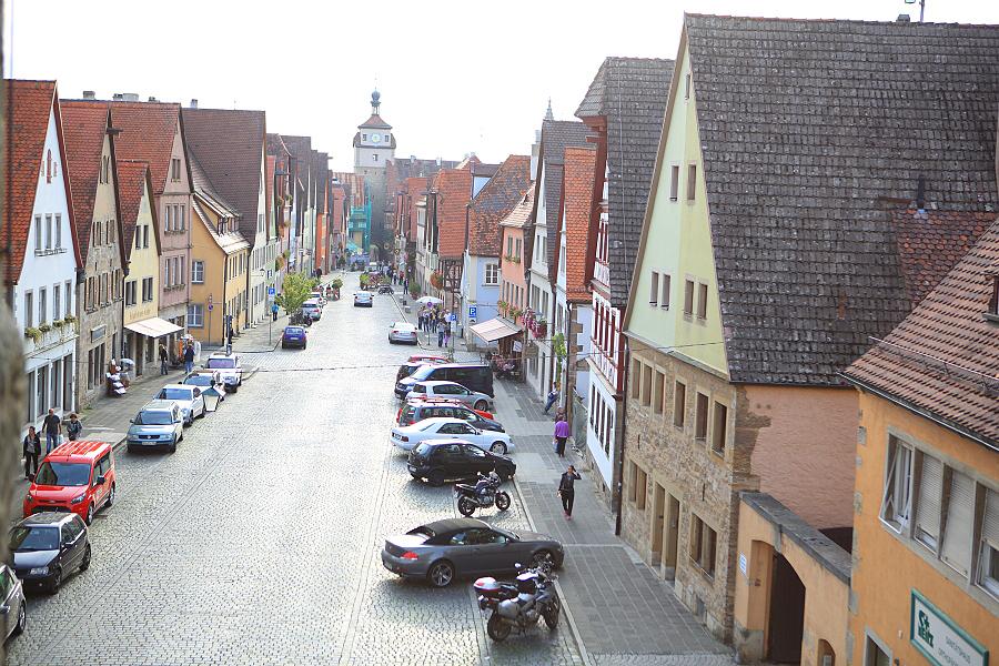 德國_羅登堡_沿城牆眺望:_5D39434_b.jpg