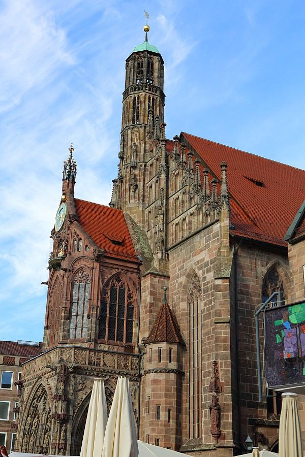 德國_紐倫堡_皇帝堡_中央廣場_美之泉_聖母教堂:55D39763_b.jpg