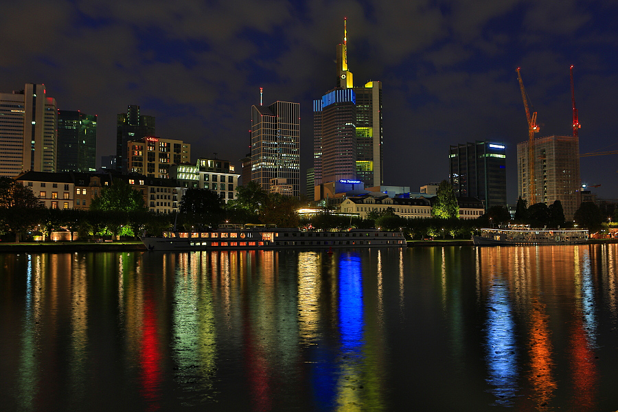 德國_法蘭客福_美茵河腳架夜攝_天際線:_5D32403_b.jpg