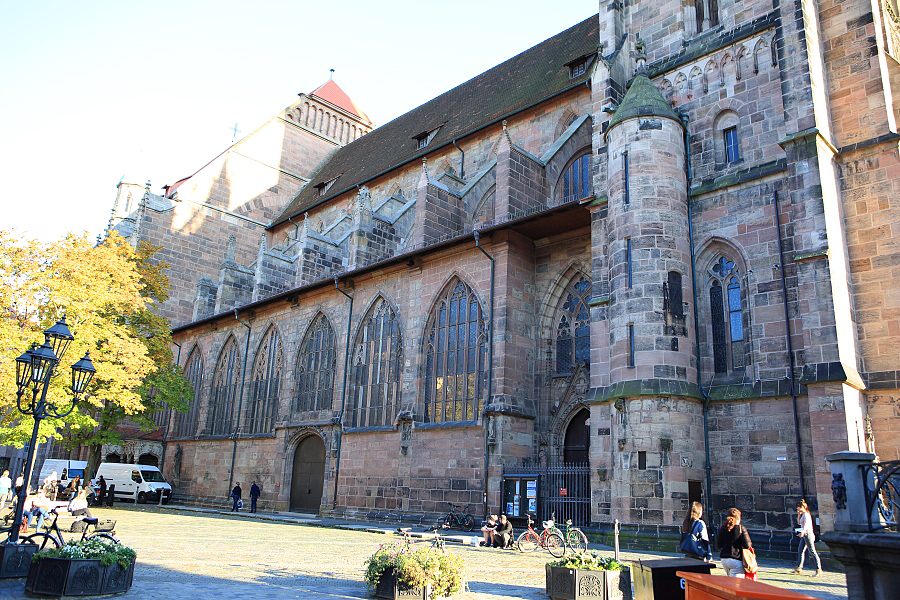 德國_紐倫堡_皇帝堡_中央廣場_美之泉_聖母教堂:_5D39808_b.jpg