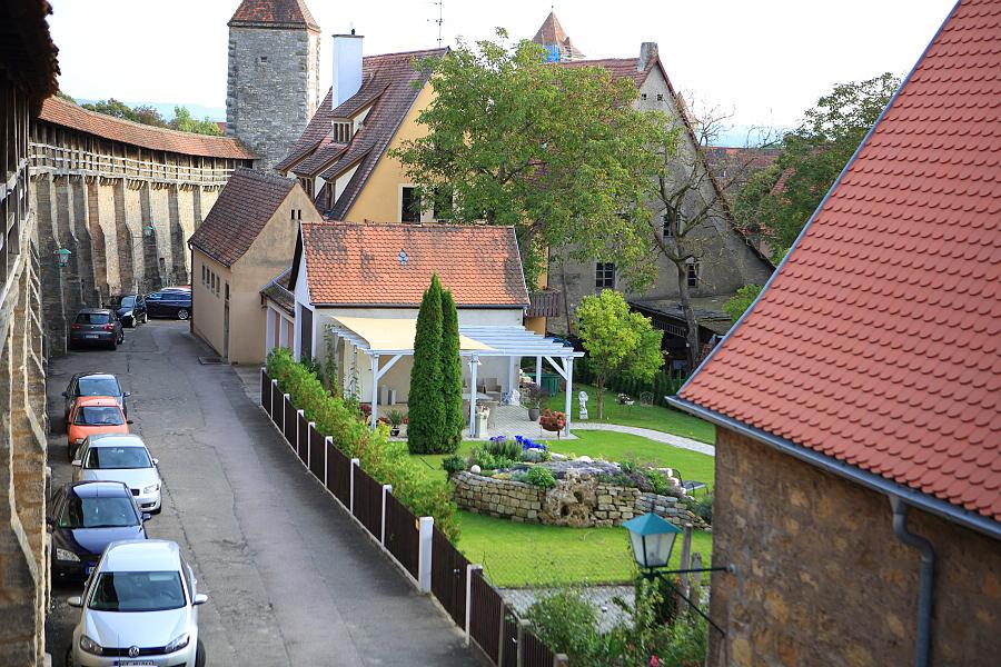 德國_羅登堡_沿城牆眺望:_5D39428_b.jpg