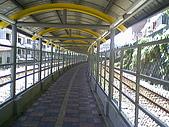 基隆市-仁愛區三坑車站:站外走廊往廟口2.jpg