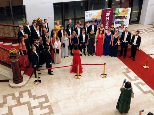 225626.jpg - 國家音樂廰聆賞瑞典阿爾曼納合唱團演出。