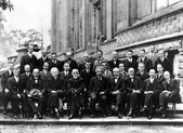 flag:Solvay_conference_1927.jpg
