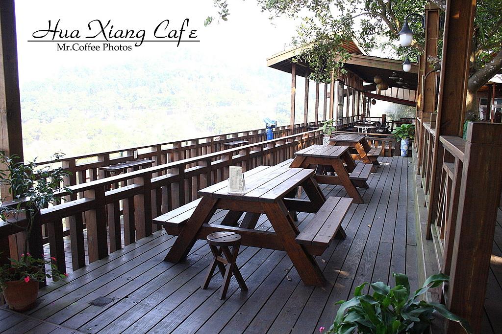 雲林縣.古坑鄉.慈園庭園咖啡館:[mr.coffee] 全木造的景觀台喔!真羨慕~~