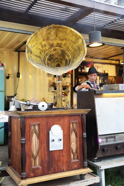屏東縣.屏東市.SwinG BBQ 復古留聲機燒烤:[tp.walker] SwinG BBQ 復古留聲機燒烤