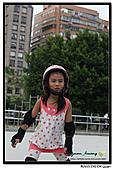 媽咪開會~我們滑冰去~:20100905_014.jpg